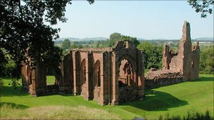 Lincluden Abbey - Undiscovered Scotland