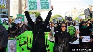 Supporters of Mir Hossein Mousavi demonstrate in Tehran 17 June 2009