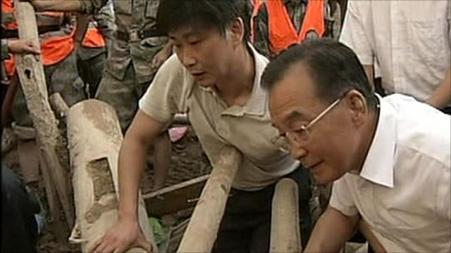 Chinese Premier Wen Jiabao visits a rescue site