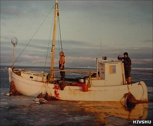 Inughuit boat on walrus-hunting expedition