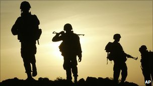 Sri Lankan army soldiers near Thoppigala