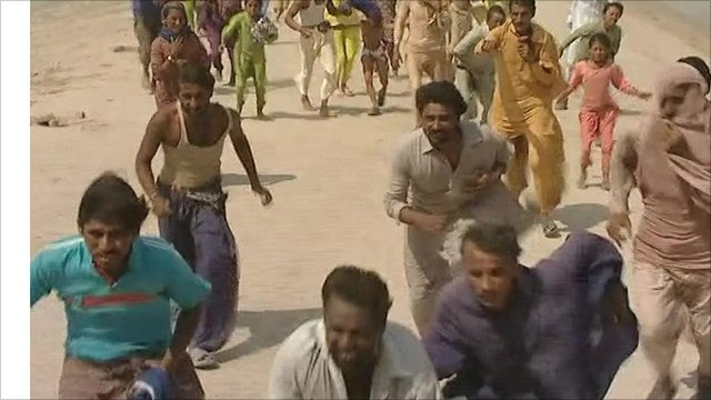 People running for food aid
