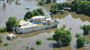 Flooding from the swollen Indus at Rahim Yar Khan
