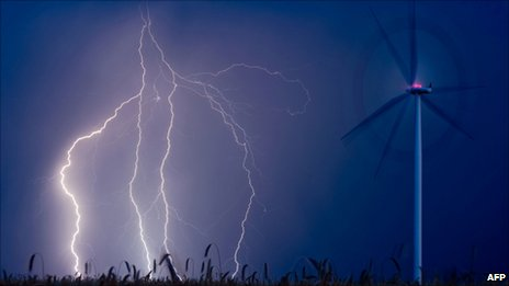 Lightning and wind turbing