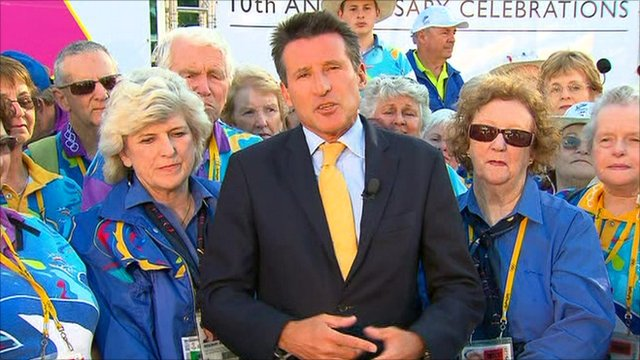 Lord Coe with Sydney Olympic volunteers
