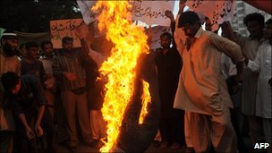 Pakistani Islamists burn Ms Norris in effigy at a May protest