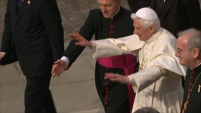 Pope Benedict arrives in Twickenham