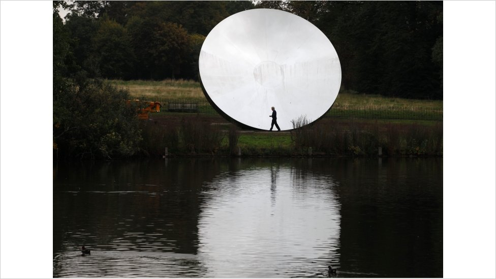 Bbc News Anish Kapoor Mirror Sculptures On Display In London