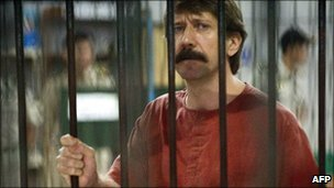 Alleged Russian arms dealer Viktor Bout at the Criminal Court in Bangkok (4 October)