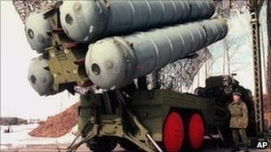 A Russian S-300 air defence system on display near Moscow, April 1998
