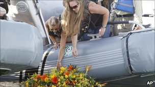 Tiffany Hartley (c) lays a wreath near the site where her husband was shot last month on Falcon Lake in Zapata, Texas (file image from Oct 6 2010)