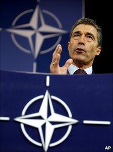 Anders Fogh Rasmussen briefs reporters in Brussels (11 October 2010)