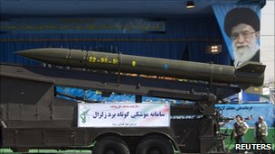 An Iranian-made Zelzal surface-to-surface missile at a military parade in Tehran (22 September 2010)