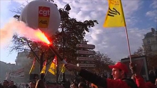 Protesters let off flares in Paris