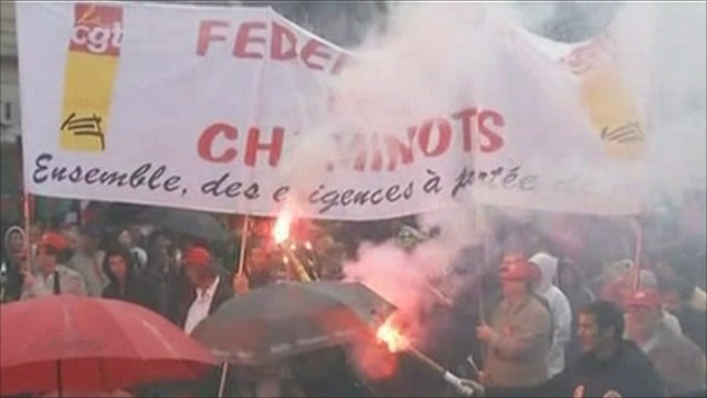 Protesters in Paris light flares