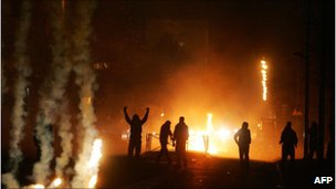 Youths riot in Villiers-le-Bel, outside Paris, November 2007