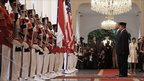 Barack Obama and President Susilo Bambang Yudhoyono at the Merdeka state palace