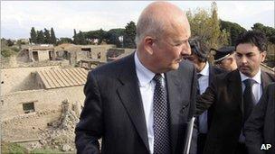 Italian Culture Minister Sandro Bondi visits Pompeii, 7 November