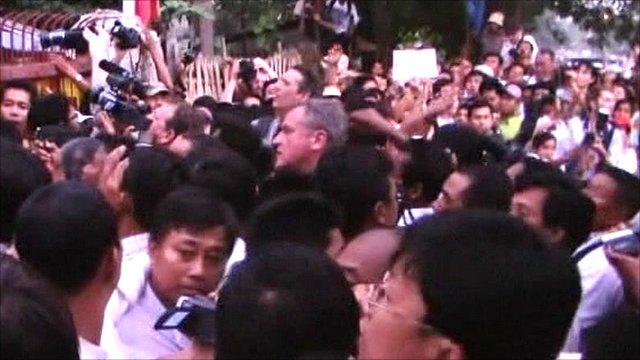 Thousands of Aung San Suu Kyi followers greet her release
