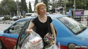 Alla Bout, wife of suspected Russian arms dealer Viktor Bout, holds food as she arrives at Bangkwang Central Prison in Nonthaburi province, on the outskirts of Bangkok, on Tuesday
