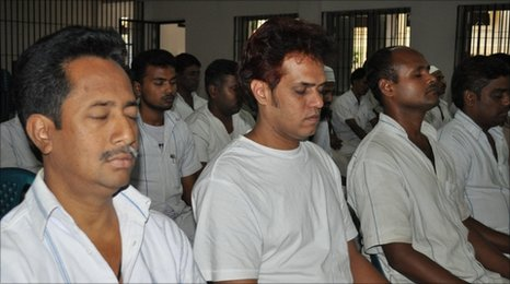 Prisoners in Bangladesh try their hand at meditation