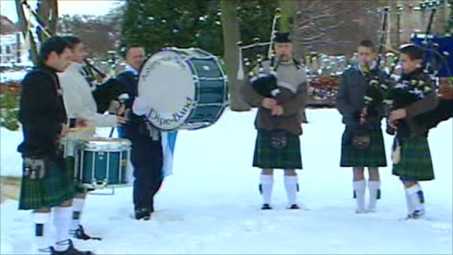 French pipe band playing in Scotland