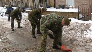 Soldiers helping to clear snow in Edinburgh
