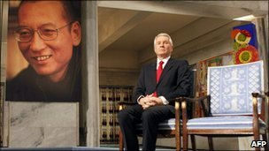 Nobel chairman Thorbjorn Jagland with an empty chair for laureate Liu Xiaobo (on the poster) - 10 December 2010