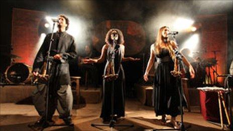 Ravit Kahalani, Cabra Cassai and Maya Avraham of the Idan Raichel Project on stage. Photo by Bartzi Goldblat