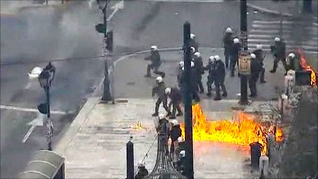 Petrol bomb explodes in Athens