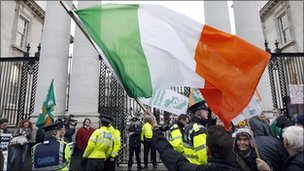 Protesters outside government buildings in Dublin. 22 Nov 2010