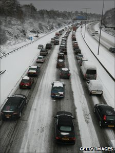 Vehicles on the M25 near Leatherhead