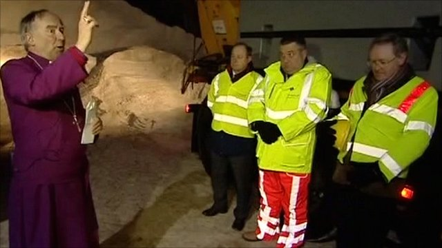 Bishop John Saxbee blesses gritting staff in Lincolnshire