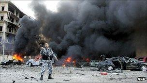 Police officer at scene of car bomb in 2005