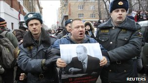 Russian policemen with a supporter of Mikhail Khodorkovsky