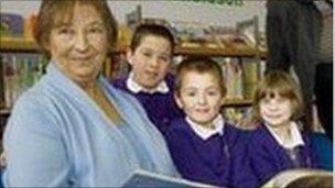 Councillor Rosie Clarke and children in Woodbridge Library