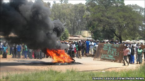 Residents protest in Bapsfontein (Tshepo Lesole/Eyewitness News)