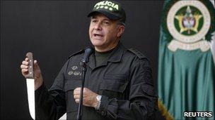 Gen Oscar Naranjo with knife