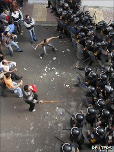 Police confront protesters outside the church in Alexandria targeted by a bomb (1 January 2011)