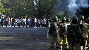 Pro-Telangana protestors clash with police on 6 January 2010