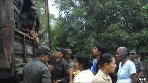 Troops distribute rations to flood victims in the eastern district of Polonnaruwa