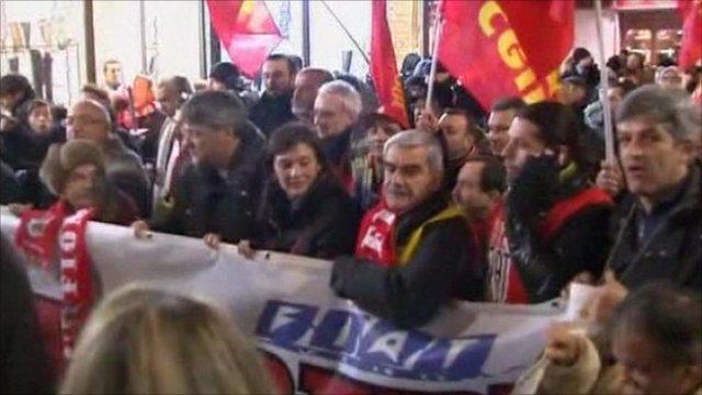 Fiat workers in organised vigil