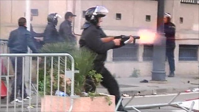 Police fire tear gas in Tunis