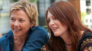 Annette Bening (l) and Moore (r) play lesbian parents Nic and Jules
