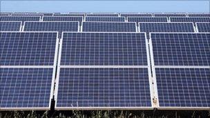 Fferm solar yng Nghaliffornia