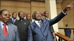 African Union chief and Malawian President Bingu wa Mutharika (L) listens to incumbent Ivorian President Laurent Gbagbo on 25 January 2011 after their meeting at the presidential palace in Abidjan
