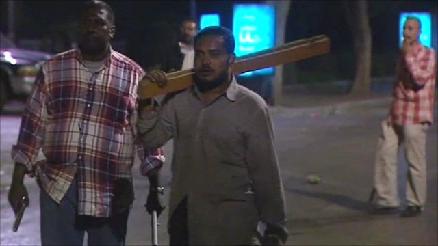 Men in Cairo with weapons