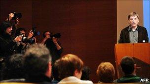 Prominent Basque separatist Rufi Etxeberria (R) at a news conference in Bilbao (7 Feb 2011)