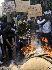 Protesting cocoa farmers