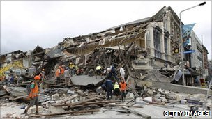 Rescuers search for survivors in Christchurch, New Zealand (23 February 2011)